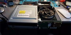 Процесс ремонта игровой приставки Xbox 360